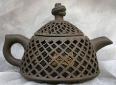 Yixing teapot, 19th century, trellis design