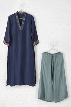 Simple Kurta Designs, Kurta Designs Women, Ethnic Fashion, Indian Fashion, Simple Indian Suits, Cotton Kurties, Ethenic Wear, Global Desi, Kurti Collection