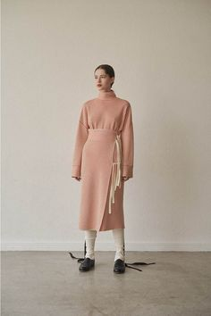 写真28/40|タン(TAN) 2019-20年秋冬 ウィメンズ コレクション - ファッションプレス Modest Fashion, Fashion Dresses, Pakistani Party Wear, Fashion Details, Fashion Design, Knitwear Fashion, Winter Looks, Fall Winter, Minimal Fashion