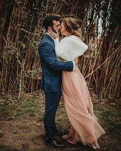 Wind & kisses is a perfect mix  . @esturion_eventos #bohowedding #weddinginspiration #forestwedding #vintagewedding #weddinginspain #elesturion
