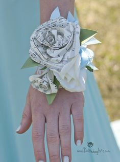 Book Page or Sheet Music Pearl Bracelet Wrist Corsage – Diddlebug Prom Flowers, Diy Wedding Flowers, Wedding Flower Arrangements, Flower Bouquet Wedding, Sheet Music Flowers, Sheet Music Wedding, Book Page Roses, Diy Boutonniere, Wrist Corsage