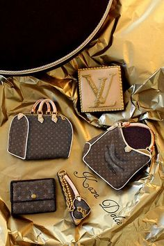 http://theartofthecookie.com Louis Vuitton amazingly beautiful handbag & monogram cookies. Too adorable!!