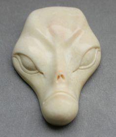 Anhänger Alien Mammut Bein Pendant Wooly Mammoth carving Der Außerirdische