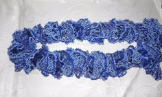 Sciarpa in filato volant blu con paillettes