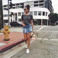 Sazan hendrix - saia jeans curta + tênis branco + tshirt cinza - look casual … Urban Style Outfits, Casual Outfits, Cute Outfits, Urban Fashion, Girl Fashion, Fashion Looks, Sazan Hendrix, Short Jean Skirt, Short Jeans