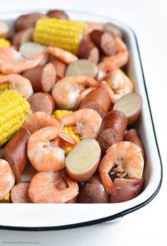 Low Country Boil Recipe | http://shewearsmanyhats.com/low-country-boil-recipe/