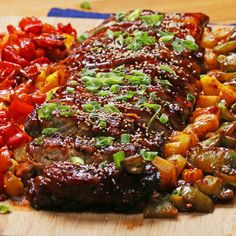 BBQ ribs sweet and sour with pineapple and vegetables-BBQ Ribs süß-sauer mit Ananas und Gemüse Sweet and sour with pineapple and vegetables from the oven are so good that you don& want to share them. Bbq Ribs, Bbq Pork, Pork Ribs, Pork Loin, Rib Recipes, Pork Chop Recipes, Vegetarian Recipes, Cooking Recipes, Healthy Recipes