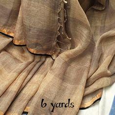 #linen #saree #vijayawada #6yards #handloom #brown Indian Attire, Indian Wear, Indian Outfits, Simple Sarees, Trendy Sarees, Formal Saree, Saree Blouse Designs, Dress Designs, Saree Tassels