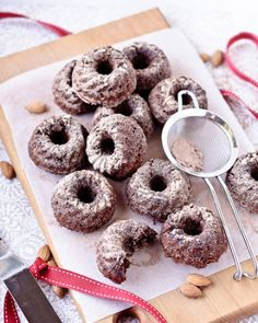 Food: Eleven super-yum bundt cakes.  (High tea delights: Mini choc-banana bundt cakes. Via She cooks, she gardens.)