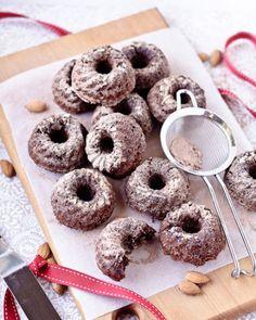 Food: Eleven super-yum bundt cakes.  (High tea delights: Mini choc-banana bundt cakes. Via She cooks, she gardens.)
