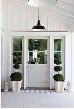 How To Style Your Front Door Beautiful - Beautiful House Front Door Entrance, Exterior Front Doors, House Front Door, Entrance Decor, Entrance Design, Diy Exterior Dutch Door, Farmhouse Interior Doors, Modern Farmhouse Interiors, Craftsman Farmhouse
