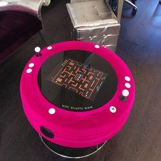 Máquina Arcade Cocktail Luxtive rosa en salón de belleza
