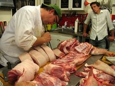 4 Things Everyone Can Learn from a little Pig Butchering – Not Eating Out in New York Berkshire Pigs, Pig Breeds, Brooklyn Kitchen, Low Fat Protein, Beef Cheeks, Types Of Meat, Food Science, White Meat, Dog Snacks