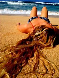 Beach, bikini, cool, cute, fashion - inspiring picture on fa Beach Hair, Beach Bum, Ocean Hair, Beach Curls, Summer Pictures, Beach Pictures, Outdoor Portrait, Wow Photo, Beach Poses