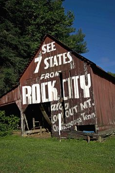 "I've seen Rock City. See Rock City"" in Chattanooga, TN - these used to be everywhere out in the countryside of north Alabama and the area. Chattanooga Tennessee, East Tennessee, Places To See, Places Ive Been, Barn Art, Down South, Abandoned Places, Abandoned Houses, Old Barns"
