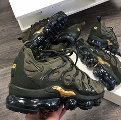 nike air vapormax plus khaki gold Nike Air Shoes, Nike Air Vapormax, Sneakers Nike, Nike Tn, Souliers Nike, Converse, Vans, Fresh Shoes, Hype Shoes