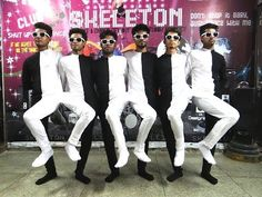 Optical Illusion Black and White Dance India by Skeleton Dance Crew - YouTube
