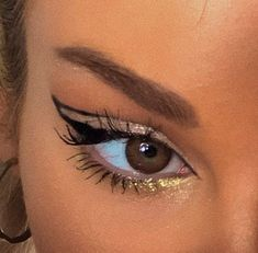 eyeliner aesthetic makeup, aesthetic, and lashes image Kiss Makeup, Makeup Art, Makeup Hacks, Hair Makeup, Makeup Eyebrows, Makeup Eye Looks, Cute Makeup, Pretty Makeup, Cheap Makeup