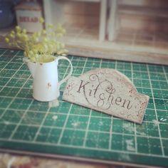 #ミニチュアキッチン#ホーロージャグ#シャビーシック#miniture#miniature#shabbychic#kitchen#sign  看板かきました(*^▽^*)白いホーローのジャグはやっぱすき~♪