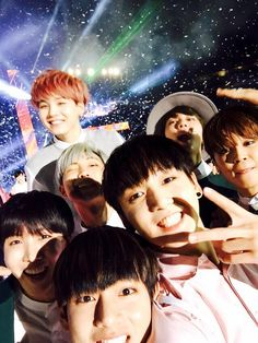 """BTS Tweet - Grp (selca) taken at the end of the Dream Concert 150523 -- 아미들 늦게까지 고생 많으셨어요! 짱짱짱 내일 봐요~ 슈가형이 시선을 강탈하시네.. -- [TRANS] """"You guys worked hard cheering for us until late at night! best best best~ see you tomorrow~ Suga hyung's taking all the attention..(because he popped right up out of nowhere)"""" -- cr: ARMYBASESUBS · @BTS_ABS"""