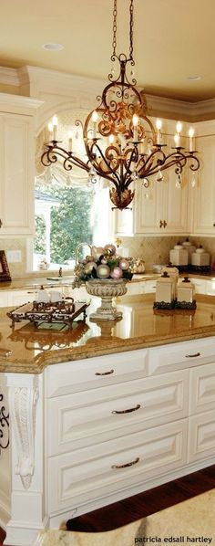 3 Southern Kitchen Designs Made for Any Kitchen Style southern-style-kitchen-island Southern Kitchens, French Country Kitchens, Farmhouse Style Kitchen, French Country Decorating, Home Decor Kitchen, New Kitchen, Kitchen Island, Country Kitchen Designs, Gold Kitchen