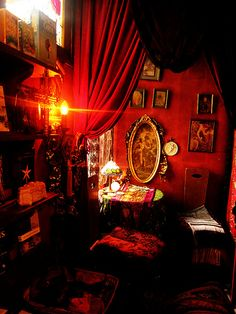 Red room with tarot table and gothic decor Cabaret, Gypsy Bedroom, Witch Room, Gothic House, Gothic Room, Red Rooms, Bohemian Decor, Bohemian Style, Goth Style