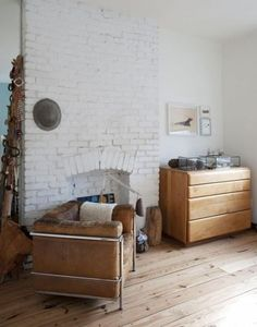 SELENCY : material / matière / cuir / leather / salon / leaving room / chambre / bedroom / fauteuil en cuir / leather armchair