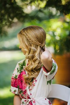 Brilliant - Side Swept Wedding Hair Hair down, swept to the side, and a braid crown. Hair style for family maternity/newborn shoots. Side Swept Hairstyles, Romantic Hairstyles, Down Hairstyles, Pretty Hairstyles, Braided Hairstyles, Wedding Hairstyles, Hairstyle Braid, Bridesmaid Hairstyles, Bun Updo