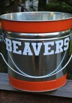 Turn a plain old galvanized steel bucket using Krylon Dual Spray Paint! Make a tribute to Dad's favorite team!