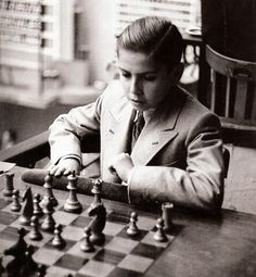 Arturo Pomar y la propaganda del régimen | El Otro Barrio | Cadena SER Magnus Carlsen, Spanish People, Chess Players, Old Photography, All Games, Geocaching, Game Design, Puzzles, Board Games