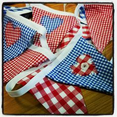 love bunting Make Bunting, Bunting Garland, Bunting Flags, Fabric Bunting, Diy Garland, Garlands, Banner Ideas, Banners, Celebrations