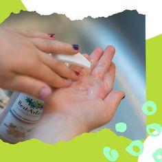 Tavaly ősszel ezért hoztuk létre a Kézmentő csomagot, melyben a krémtusfürdők is helyet kaptak, hiszen folyékony szappanként is jól használhatóak. 🧴Pumpás flakonban vannak, egyszerű a használatuk még a gyerekek számára is, illatosak és a legfontosabb: gyengéden tisztítják a bőrt! 🖐🏻Így a kézmosás már nem is olyan borzasztó dolog... 😉 Marvel, Engagement Rings, Jewelry, Enagement Rings, Wedding Rings, Jewlery, Jewerly, Schmuck, Jewels
