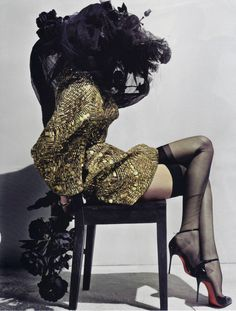 Haute Couture Tribute to Alexander McQueen. Lily Donaldson in Vogue Paris May Styled by Carine Roitfeld, shot by Steven Klein. Mega Fashion, Foto Fashion, Uk Fashion, Fashion Design, Fashion Images, Japan Fashion, Fashion Trends, Lily Donaldson, Vogue Paris