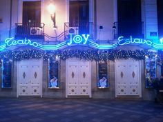 "Joy Eslava is one of the historical in It opens early for ""pre-sessions for teenagers. Madrid Nightlife, Casual Chique, Teenagers, Night Life, Neon Signs, Joy, Organization, Club, Party"