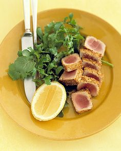 Tuna with mustard seed crust. Whole tuna steaks or salmon fillets can also be coated with the crust mixture. Shellfish Recipes, Seafood Recipes, Cooking Recipes, Seafood Appetizers, Seafood Dishes, Fresh Tuna Recipes, Healthy Recipes, Healthy Food, Yummy Food