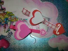 Hola, buscando un detalle lindo y económico para San Valentín? Que tal estos marcapáginas de corazones en EVA.  Además la idea nos sirve para desarrollar nuestras propias creaciones con otros colores y motivos. Hermes Oran, Diy, Youtube, Jelly Beans, Tutorials, Hearts, Patterns, Colors, Valentines