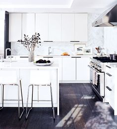Style at Home Editor Selects Brushed Oak Kalispell for her Kitchen Refresh Bedroom Vintage, Kitchen Backsplash, Kitchen Cabinets, Backsplash Ideas, Ikea Cabinets, Kitchen Reno, Kitchen Pulls, Granite Kitchen, Kitchen Handles