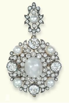 AN ANTIQUE PEARL AND DIAMOND BROOCH/PENDANT. The bouton-shaped pearl within old-cut diamond border to the pearl and diamond collet foliate surround with detachable pendant loop of similar design, mounted in silver and gold, pearls untested, circa 1880, as pendant 6.8 cm long, as brooch 3.8 cm high, in later green leather fitted case
