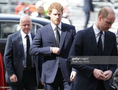Britain's Prince Harry (C) and Britain's Prince William, Duke of Cambridge (R) arrive for a Service of Remembrance at Westminster Abbey in central London on April 5, 2017, following the March 22 Westminster terror attacks. / AFP PHOTO / Daniel LEAL