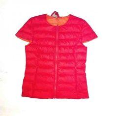 Piumino in ovatta 100 gr color rosso smanicato modello donna con