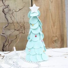 Materialpakke JULETRE MINT m/filt og perler. Tips til juleverksted for barn. Barn, Mint, Snow Queen, Converted Barn, Barns, Shed, Sheds, Peppermint