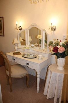 Superbe Lighting Around An Antique Vanity   Google Search Antique Vanity Table,  Vanity Tables, Vanity