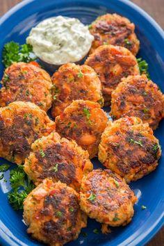 Salmon Patties Recipe (VIDEO) - NatashasKitchen.com Canned Salmon Recipes, Fish Recipes, Seafood Recipes, Healthy Recipes, Healthy Food, Cooking Recipes, Keto Recipes, Calamari Recipes, Appetizers