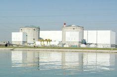 Incendie chimique dans une centrale nucléaire française - Selon les premières informations, le feu aurait fait des blessés. La préfecture de Fessenheim, citée par l'agence de presse Reuters, affirme que l'incendie résulte «d'un dégagement de vapeur d'eau oxygénée produit par l'injection dans un réservoir de peroxyde d'hydrogène qui a réagi avec l'eau».