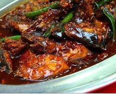 : Pindang ketjap van vis: makreel in zoetzure hete ketjapsaus Spicy Recipes, Fish Recipes, Asian Recipes, Seafood Recipes, Cooking Recipes, Dinner Recipes, I Love Food, Good Food, Yummy Food