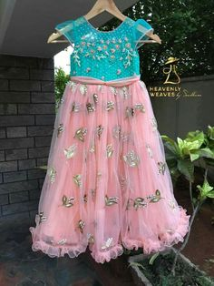 Kids Gown Design, Girls Frock Design, Kids Frocks Design, Baby Frocks Designs, Kids Dress Wear, Party Wear Dresses, Kids Wear, Frocks For Girls, Dresses Kids Girl