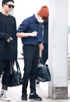 ❞ Jungkook stated crying into his hands. Bts Airport, Airport Style, Kpop Outfits, Korean Outfits, Airport Outfits, Kpop Fashion, Korean Fashion, Airport Fashion, Bts Inspired Outfits