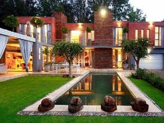 Innovation and creativity are abundant in this 4 bedroom and 4 bathroom exquisite property in Waterkloof Ridge, Pretoria.
