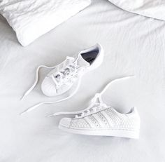 new product cbc16 79bcd Sneaker Chaussure, Baskets Blanches, Chaussures Blanches, Baskets Adidas,  Jeu De Chaussures,