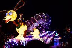 @disneyland #disneyland #woody #toystory #paintthenightparade #photographer #nikon by valdezphotos
